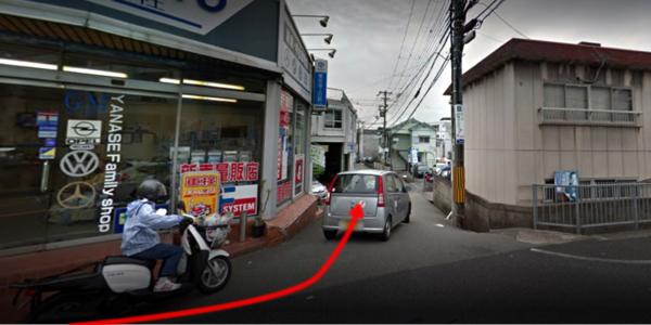 車屋のを曲がると道が少し狭いので、お気をつけて!