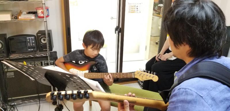 ギター、ボーカル、バイオリンのレッスン