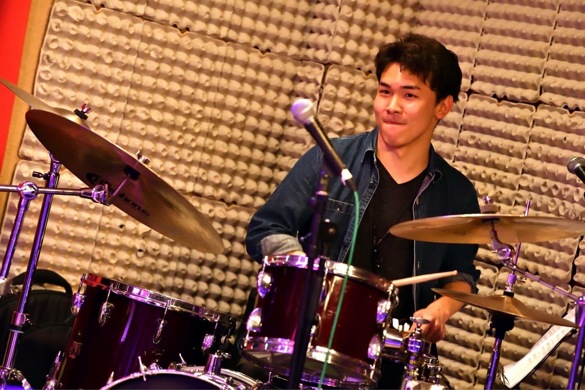 川嶋 秀征先生:ドラム科